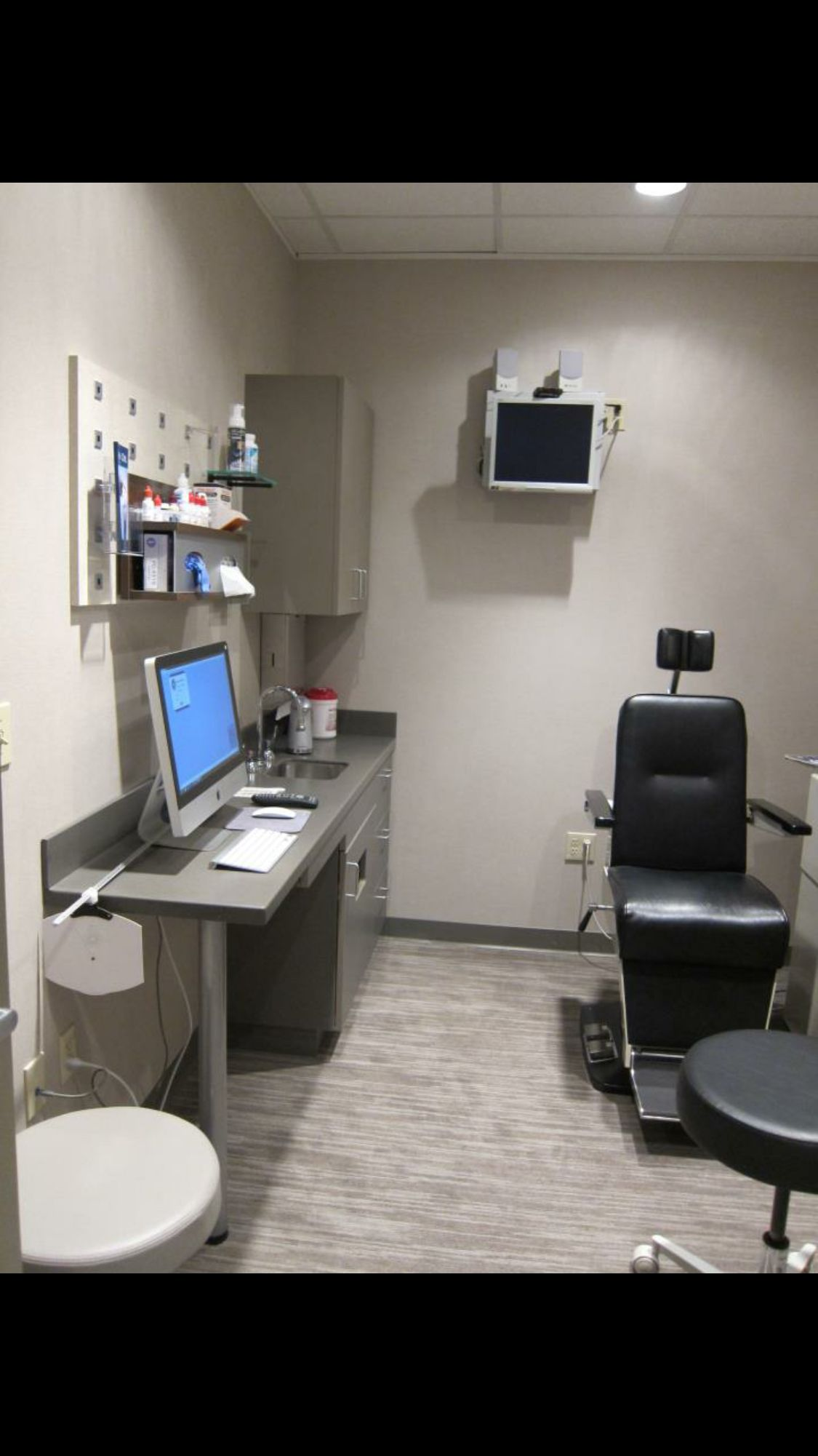 Optometry exam room office pinterest optometry room for Office room layout