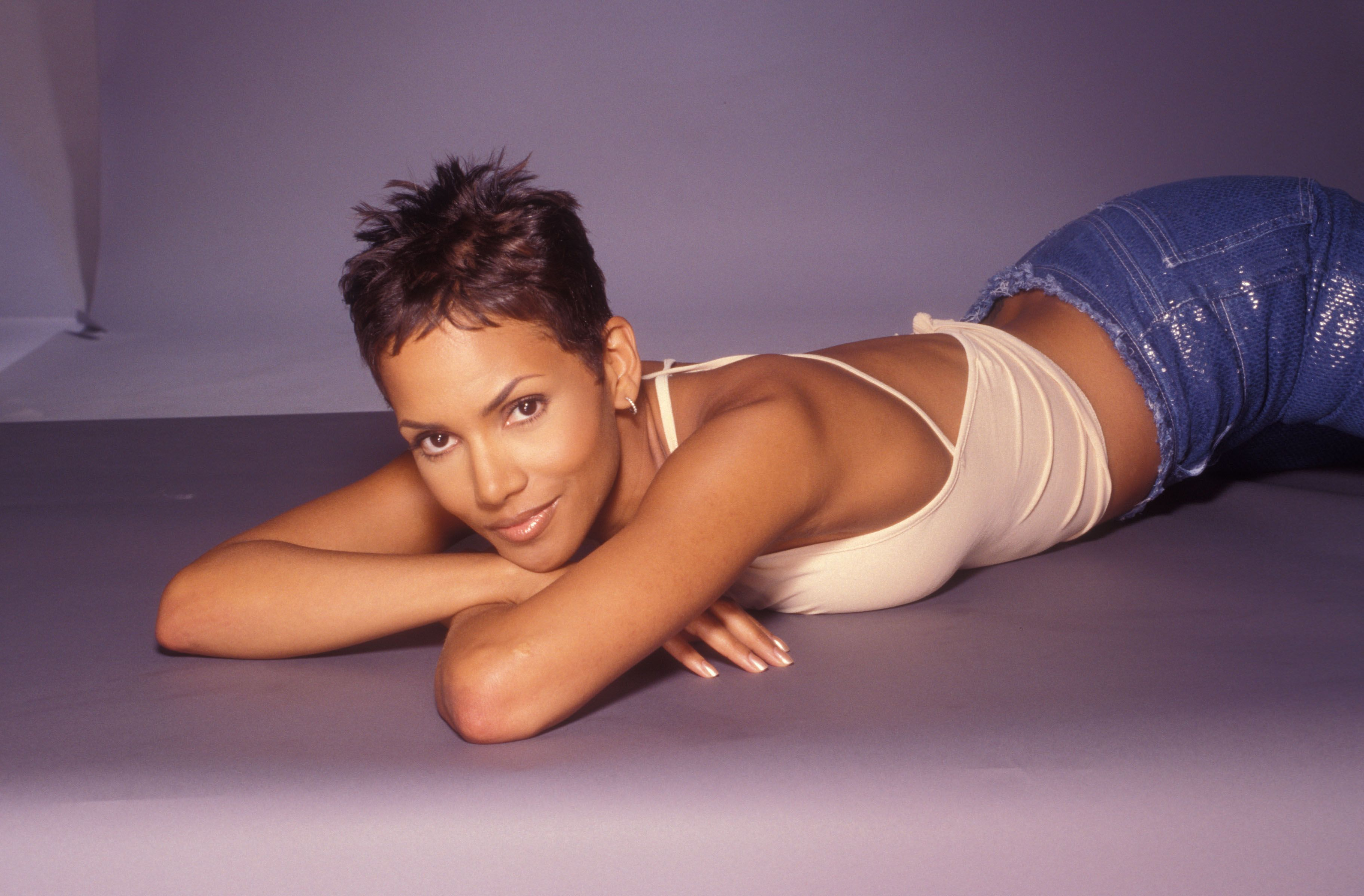 Halle Berry Wallpapers Hd Download Halle Berry Halle Film Producer