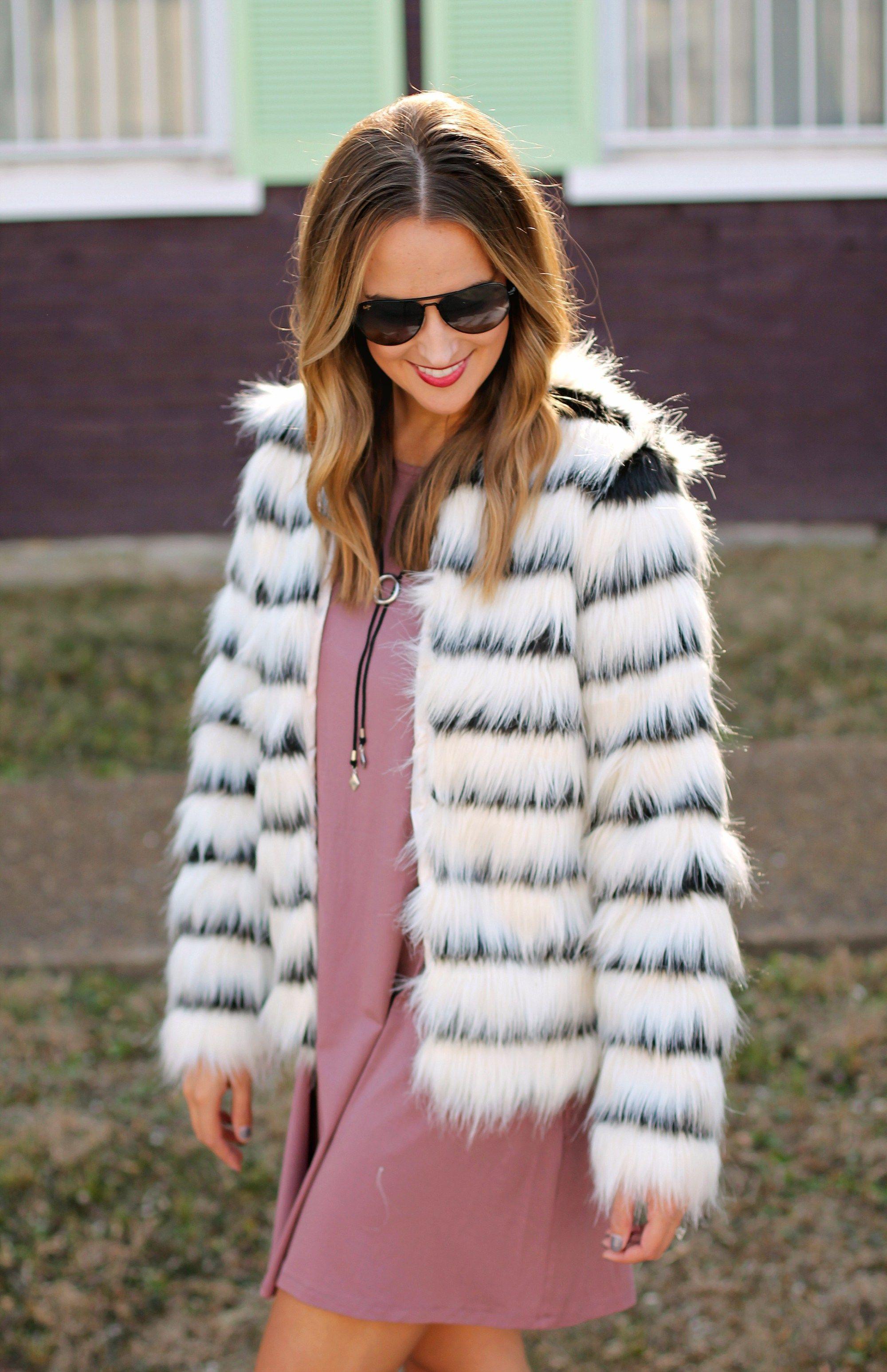 f8ba1268b155a Faux Fur For The Holidays  fallstyle  fallfashion  styleideas   styleinspiration  outfit  outfitideas  casualoutfit  falloutfit   fashionblogger  styleblogger ...