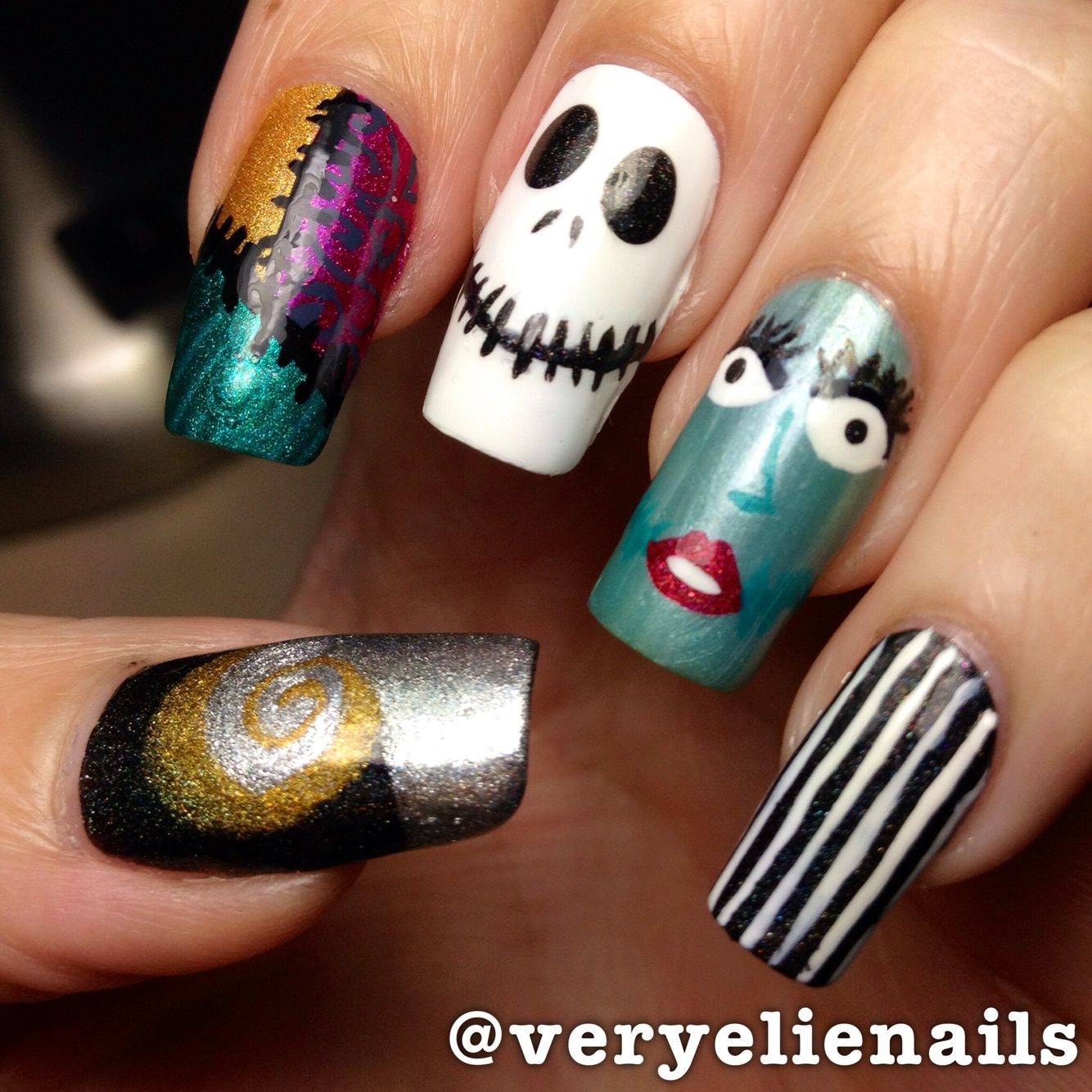 A couple of years ago, when I actually had a LOT of free time to freehand designs (I'm no artist! So I'm kinda proud of these, even jacked up Sally 😂) #veryelienails #nailart