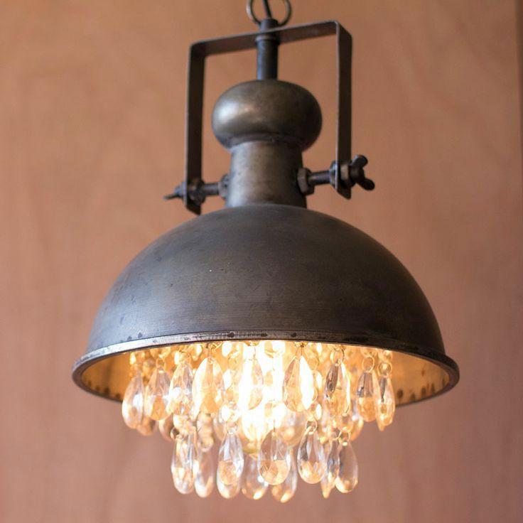 Lámpara industrial con cristales decorativos. Mezcla de estilos ...