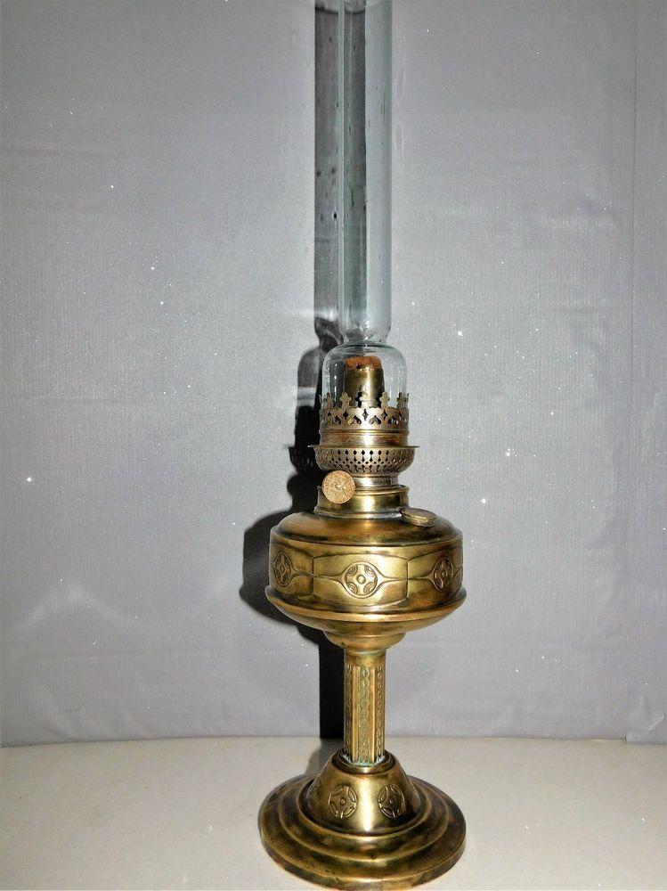 Ancienne Lampe A Petrole En Cuivre Jaune Decore De Croix Celtes