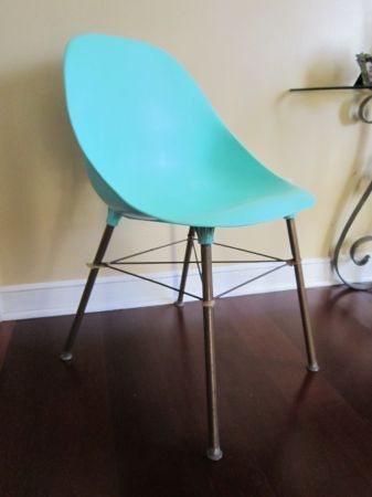 Minneapolis: Mid Century Modern Plastic Shell Chair Turquoise Shamrock  Plastics $45   Http:/