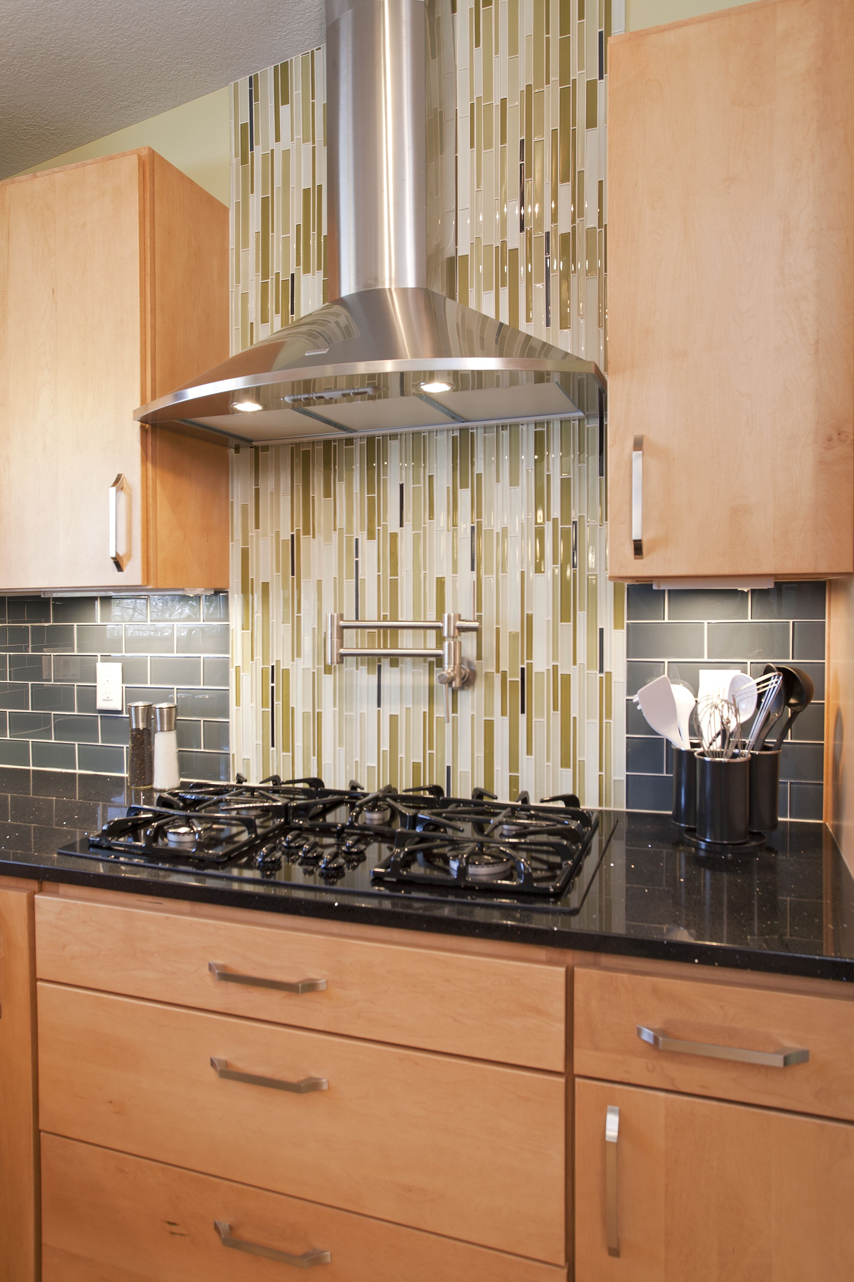 Now That S Some Tile Make The Cooking Zone Into A Focal Point With A Fun Tile Newspacesmn Modernminnesota Kitchen Remodel Remodel Kitchen
