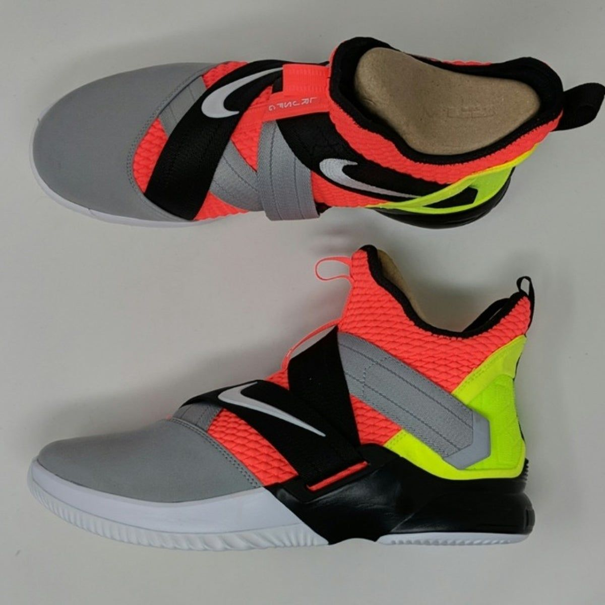 Muchos envidia Consentimiento  Nike Lebron Soldier XII SFG Basketball | Girls basketball shoes, Nike shoes  girls, Cute nike shoes