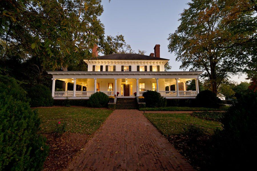 STATS 5 BEDROOMS 4 BATHROOMS 2 HALF BATH 5,700 SQ. FT. $1.5 MILLIONBuilt in 1840, this grand Colonial was transported 17 miles by ox-cart to its current site—a 45-acre farm in Monticello, Georgia—in 1864.
