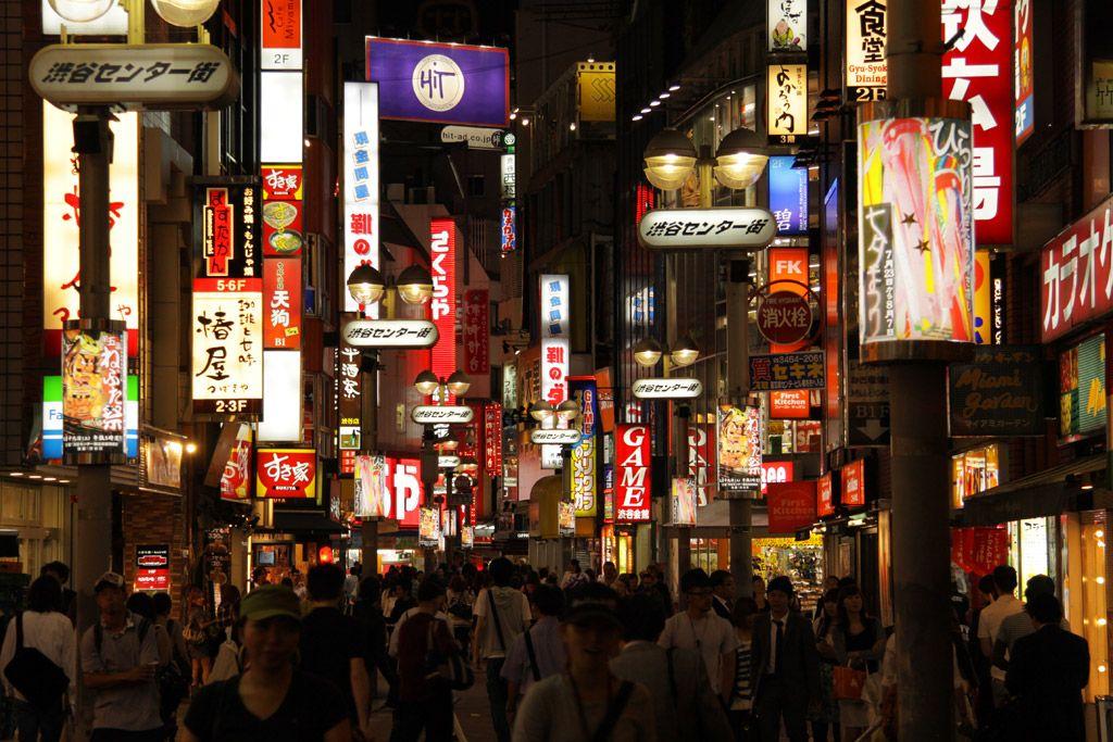 Tokyo - Une forêt d'enseignes luminescentes.