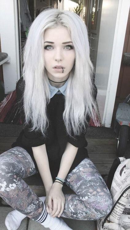 """Hi I'm finch. I'm 18 and single. I major in graphic design! I'm bisexual, I love art and skateboarding"""