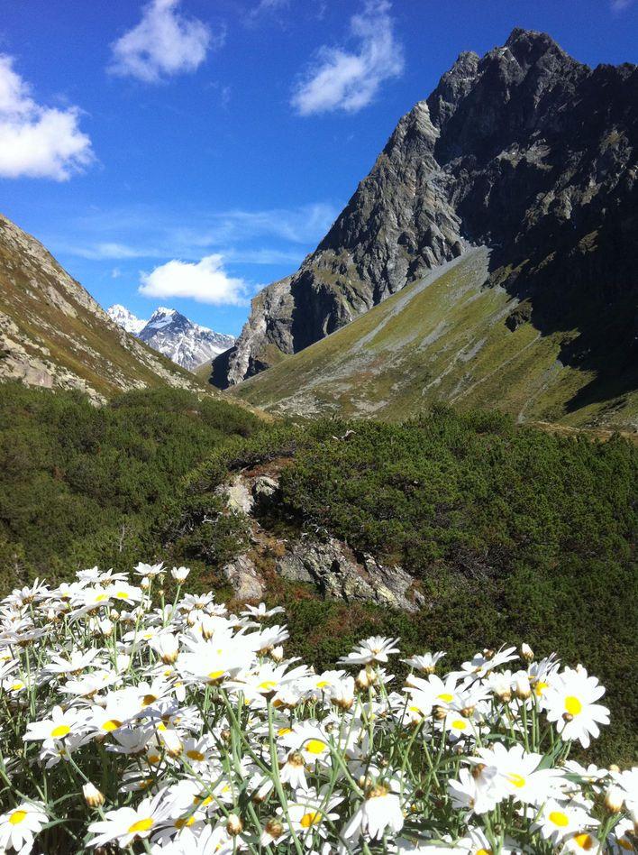 Eindrückliche Berglandschaft auf dem Wanderweg von Klosters zum Berghaus Vereina.