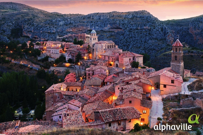 Visite Albarracín, um município com 1025 habitantes. Este lugar místico ainda preserva vilas medievais, e está localizado no norte da Espanha.