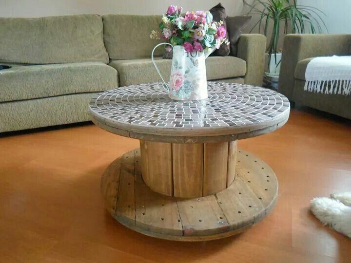Mesa de carretel de madeira mosaico pinterest cable for Mesas de mosaico