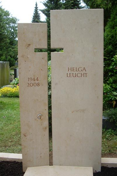 zweigeteilter grabstein aus jura kalkstein mit schattenkreuz modern gravestones pinterest. Black Bedroom Furniture Sets. Home Design Ideas