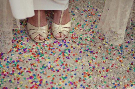Resultado de imagem para chuva de confetes para casamento