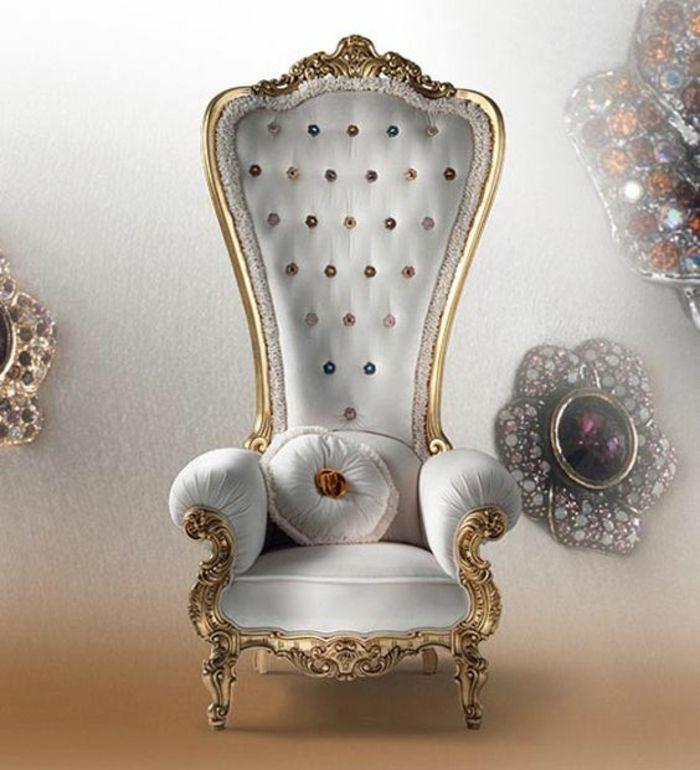 Baroque Meuble Fauteuil Au Dossier Tres Haut Avec Des Accoudoirs En Velours Blanc Chaise Roi Decoration Deco Porte Interieure