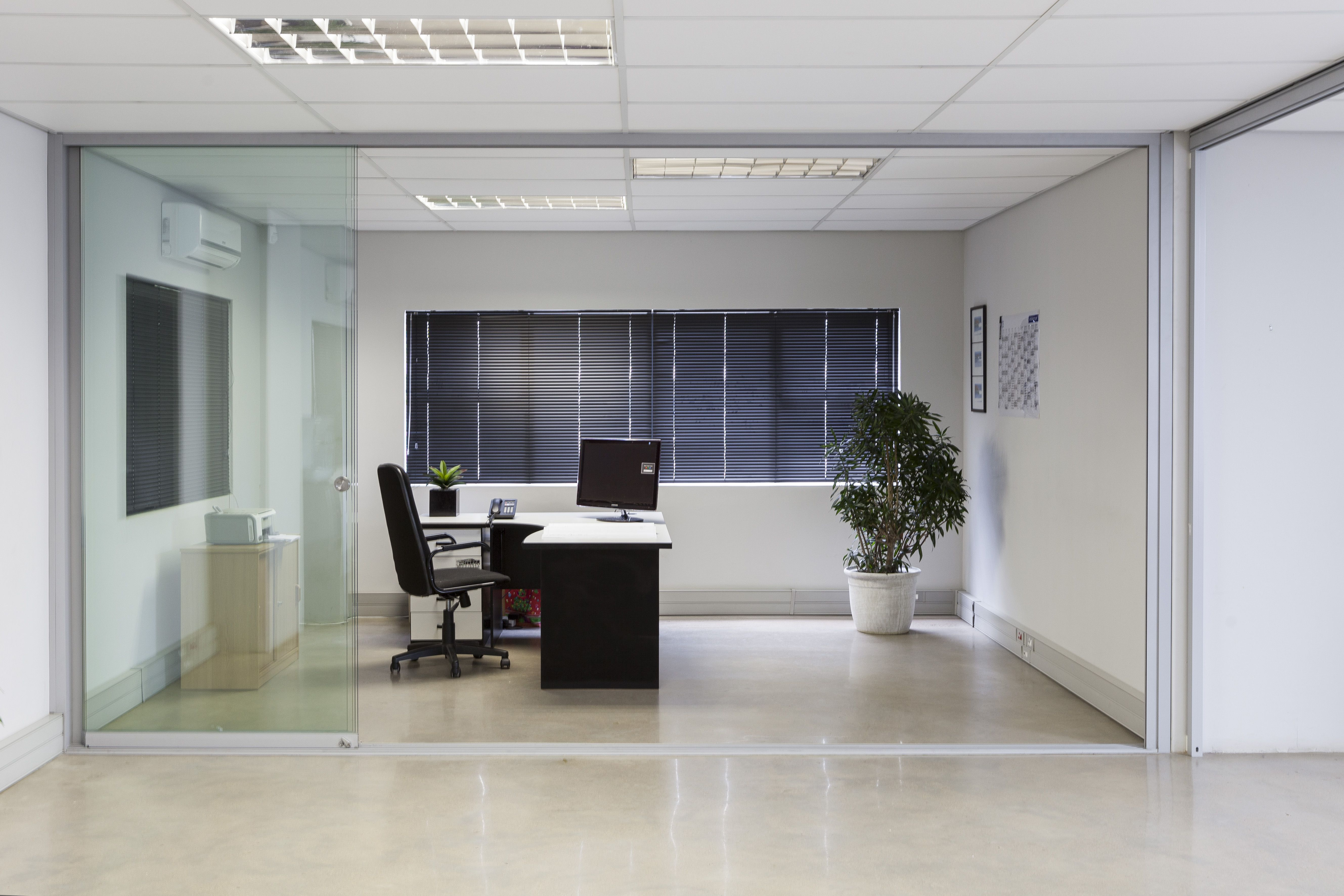 Sunflex S20 Frameless Glass Sliding Door Systems Offer Complete Flexibility  For Your Office Partitions.