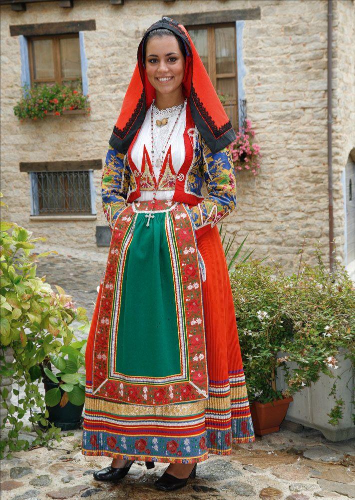 italian folk costumes   Sardinian Folk Costumes - Costumi Sardi