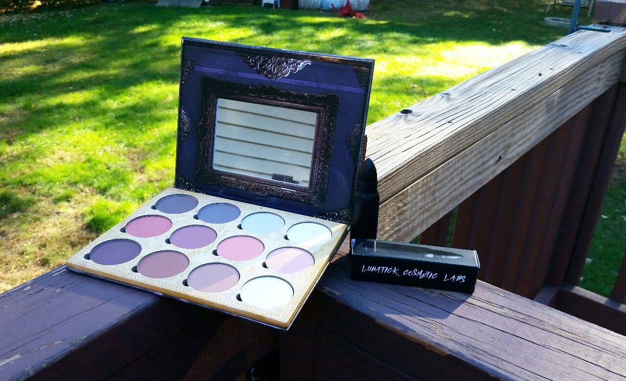 How stunning is this LunatiCK Cosmetic Labs contour book?! I am loving the cool contour colors. The lipstick is fab too!