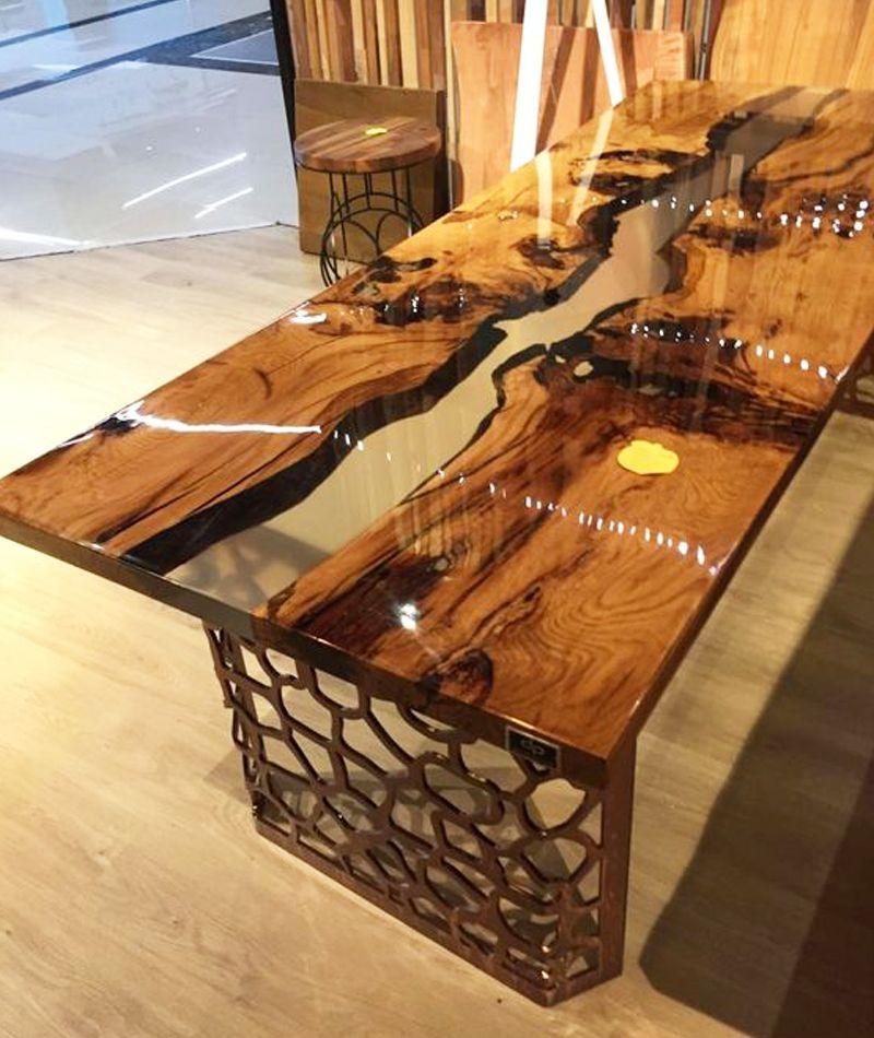 Quand La Table En Bois Et Resine Fait Fureur Dans Notre Interieur Ideo En 2020 Table Bois Table Bois Brut Idee Deco Bois