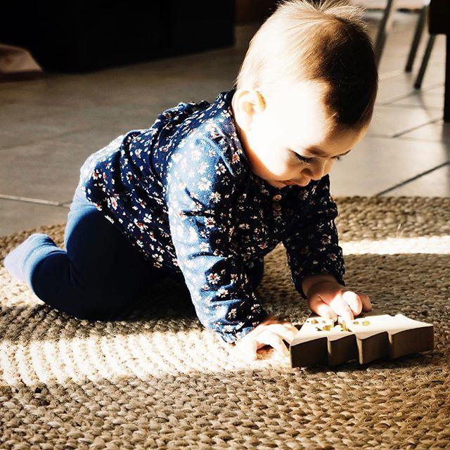 jeux montessori pour enfants de 6 12 mois b b. Black Bedroom Furniture Sets. Home Design Ideas
