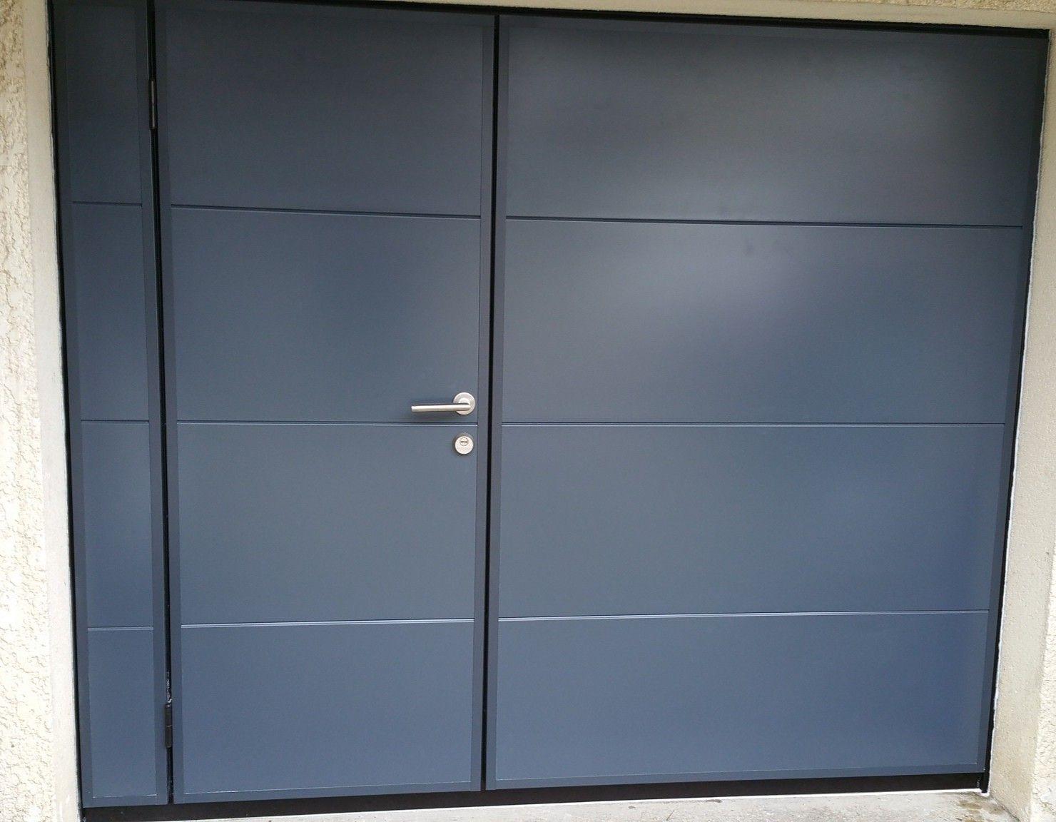 Porte Basculante Avec Vrai Portillon Securise A2p Tuquet Porte Garage Portes De Garage Moderne Porte Basculante