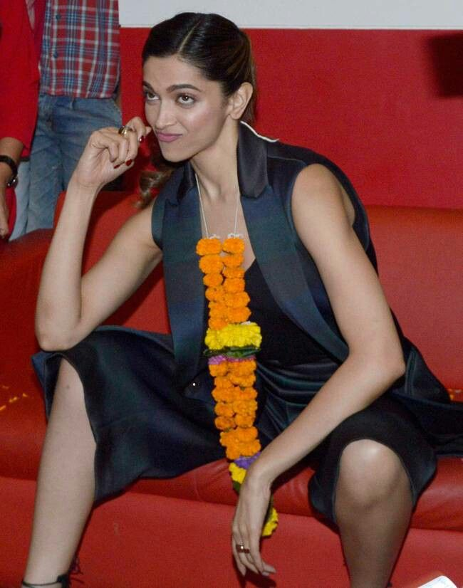 Pin by Jayesh Jhaveri on Celebrities | Deepika padukone ...