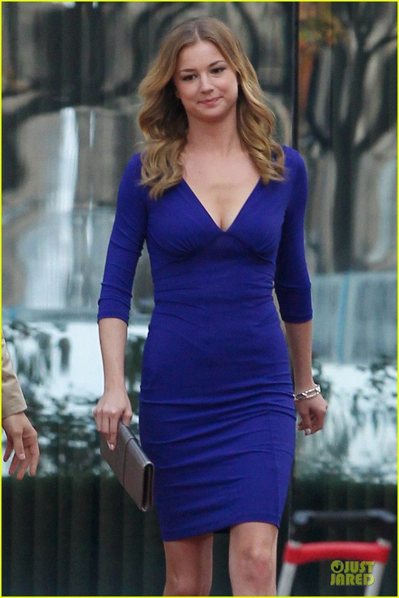 Emily VanCamp - Love the hair AND the dress!