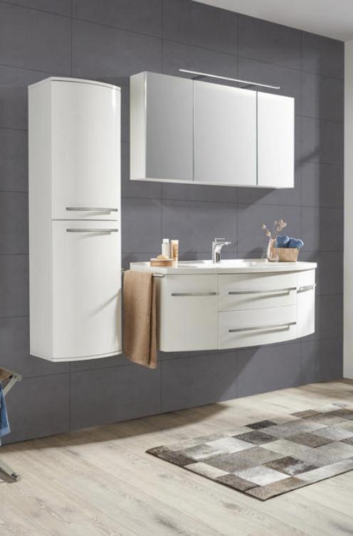 Weisses Badezimmer Mit Spiegelschrank Und Waschbecken Unterschrank