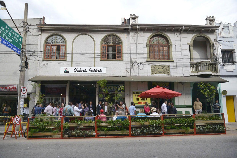 Inauguracao-1º-Parklet-na-rua-Rosario_c_4_G.jpg (1240×827)