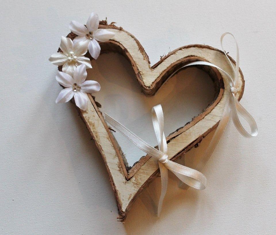 Porte alliances coeur en bois fleurs de soie ivoire for Porte alliance original