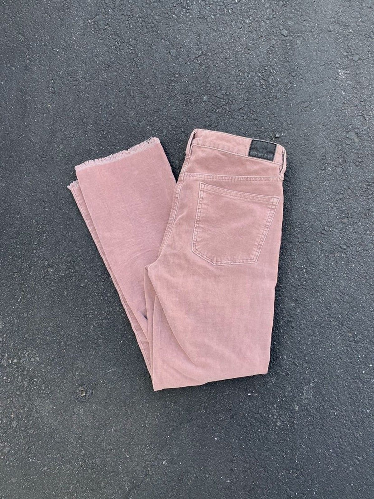 "American Eagle NEVER WORN High waisted Cropped flare corduroy pants In rose Size 8 Inseam 27.5"" Rise 8"" Waist 28.5"" Hip 38"" Super stretchy NWOT #americanEagle, #corduroypants , cropped jeans , straight leg jeans , high waisted jeans, corduroy jeans, corduroy pants , #Americanvintage, #modernthrift @americaneagle rose jeans, pink jeans, light pink, 90s"