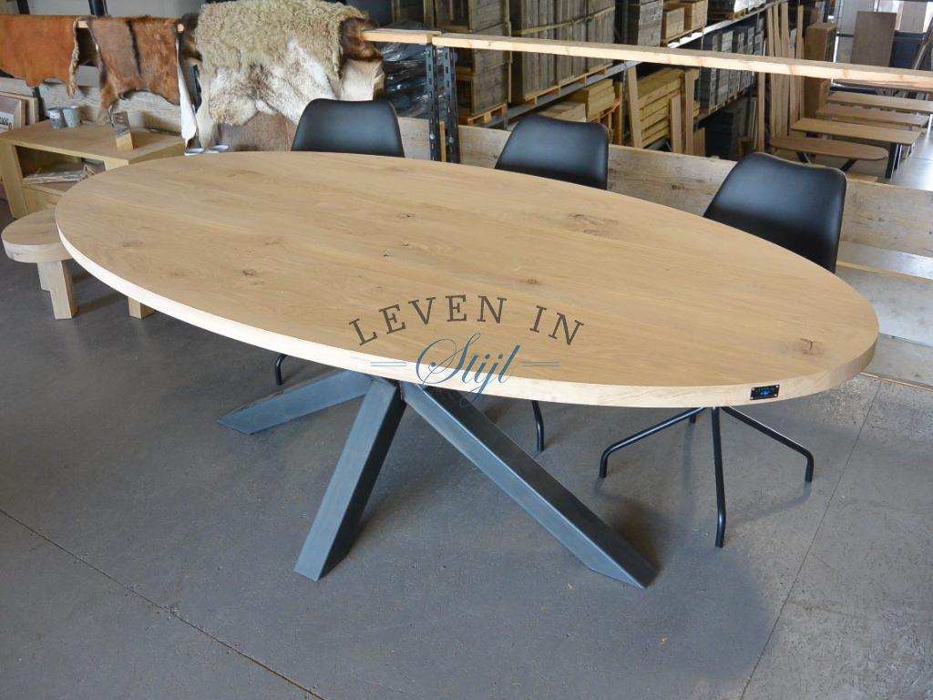 Ovale tafel eikenhout met stalen onderstel | living room