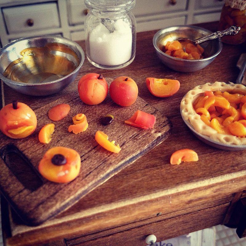 Juicy peaches 1:12