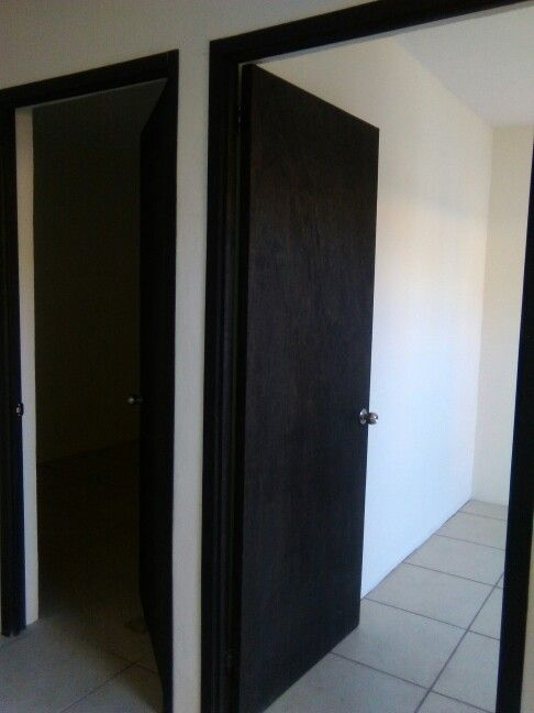 Puertas tipo tambor de triplay con marco sencillo for Puertas economicas para interiores