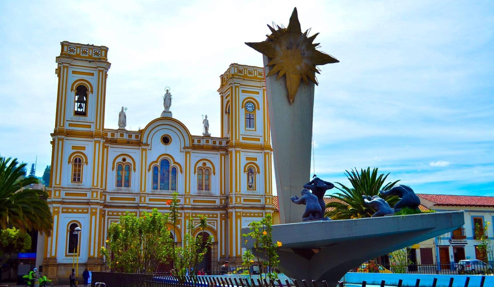 Colombia Bas Lica De Sogamoso Y Monumento Al Sol De Los Chibchas  # Muebles Sogamoso