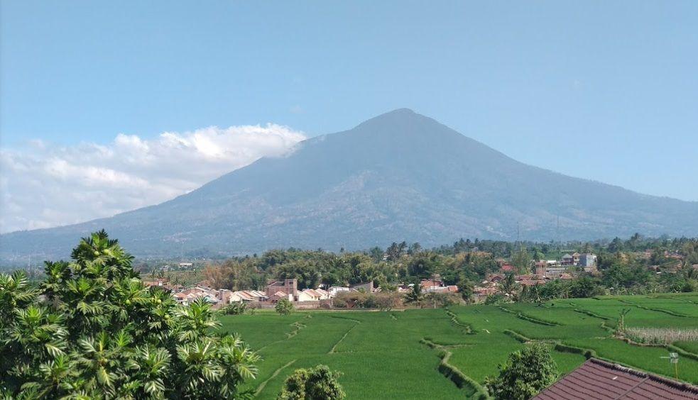 Pemandangan Gunung Guntur Dari Hotel Surya Alam Pemandangan Hotel Alam