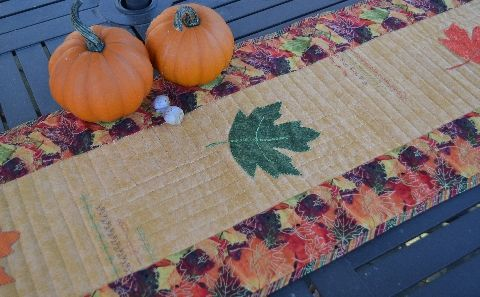 Free tutorial from Janome: Make this Autumn Dithers tablerunner