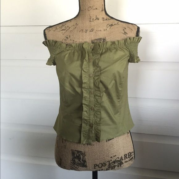 Vintage Philosophy Di Alberta Ferretti Crop Top Precious olive green top with gathered shoulders that can be worn on or off the shoulder. Perfect with a midi skirt! Excellent condition! Philosophy di Alberta Ferretti Tops Crop Tops