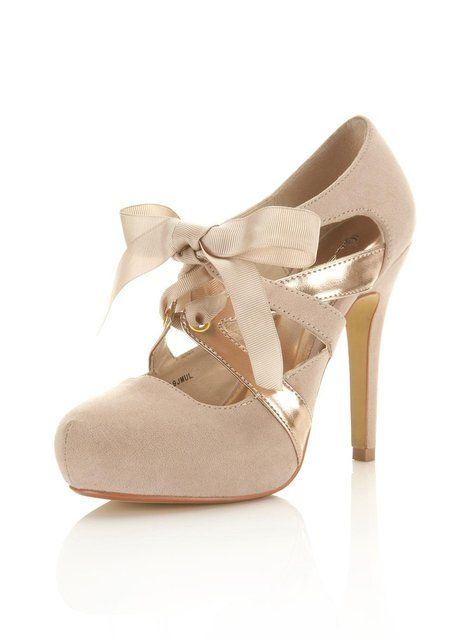 Lovely heels with a bow