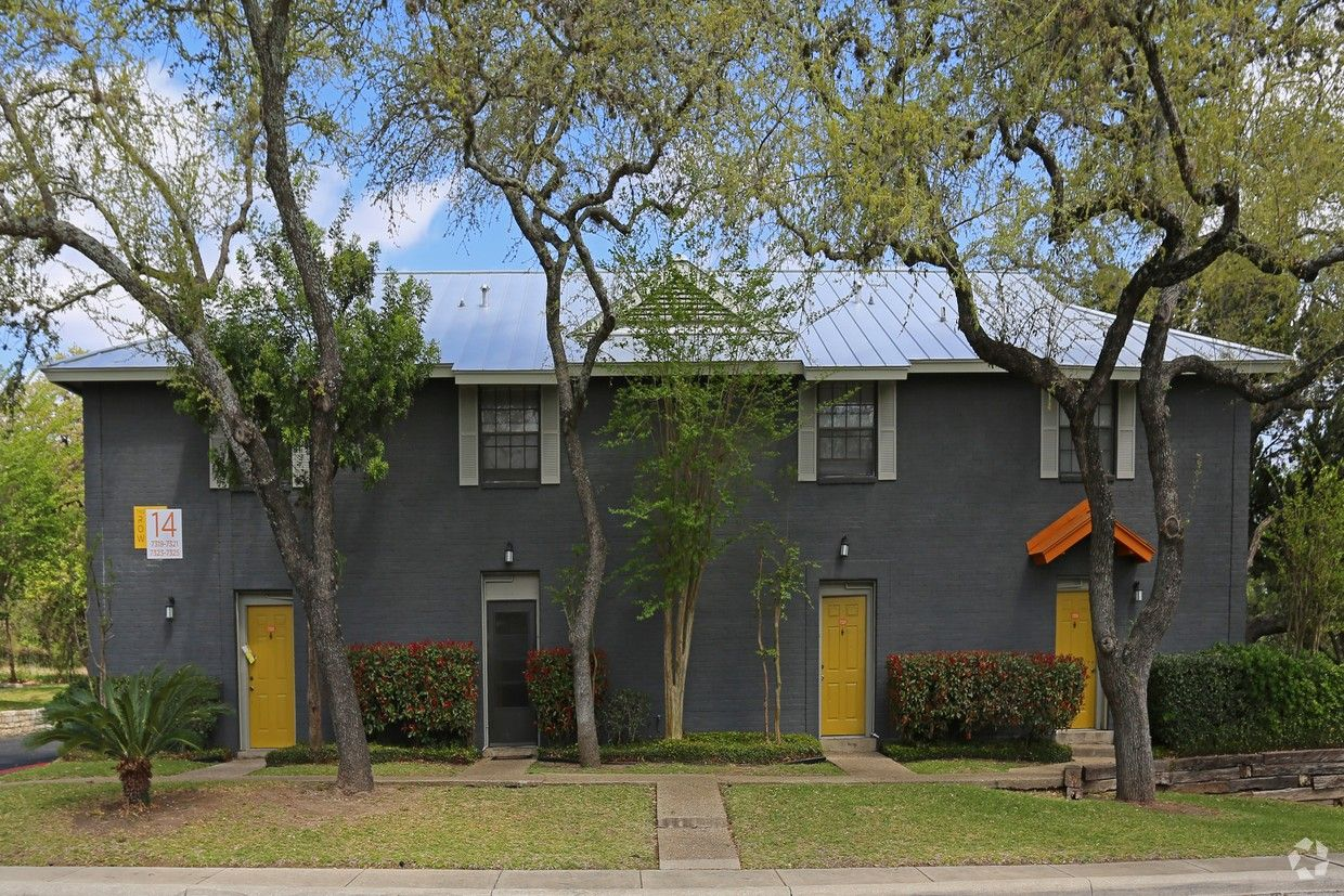 The Row Rentals San Antonio Tx Apartments Com The Row Outdoor Structures Exterior Paint
