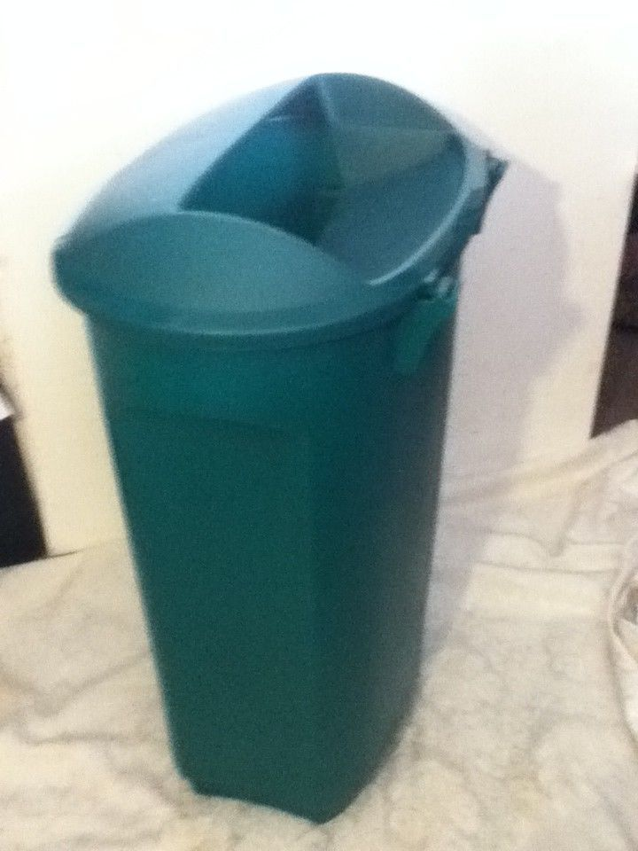 Rubbermaid 21 Green Plastic Kitchen Trash Garbage Can Recycle Bin