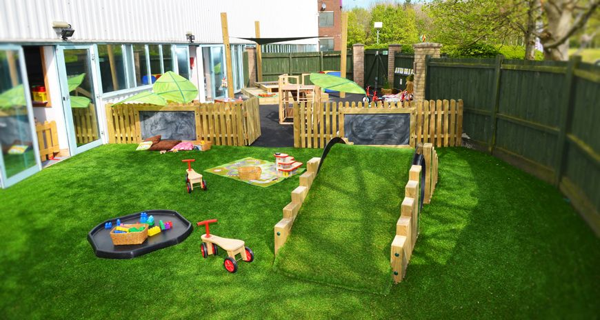 The stunning outdoor area includes a fantastic stage
