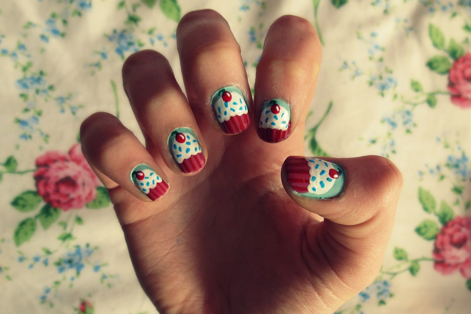 Islaay uk beauty fashion and nail art blog cupcake nail art 3 here we have 15 cute cupcake nail art tutorials for you to paint those yummy cupcakes onto your nails solutioingenieria Gallery