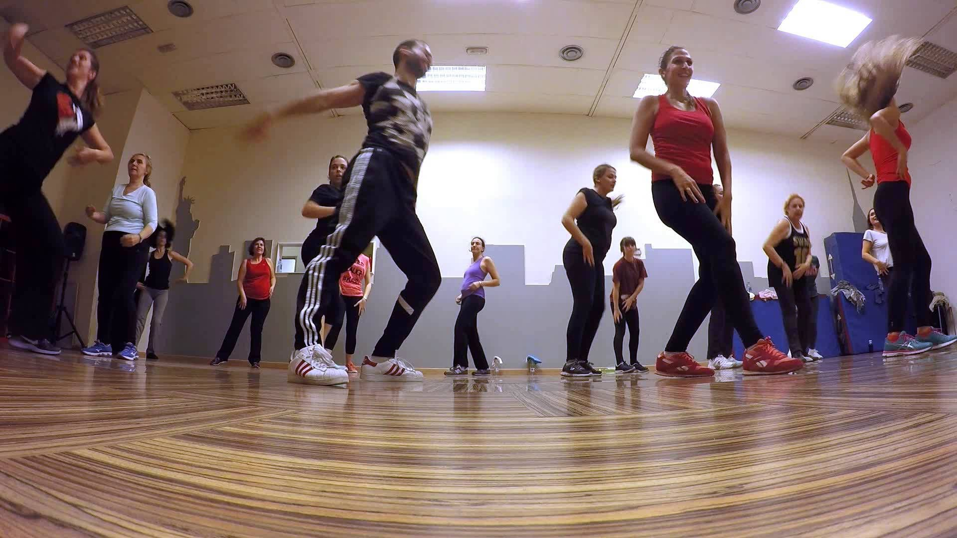 Gloria Estefan   Oye mi cuerpo pide salsa   Coreografia: Marcos ...