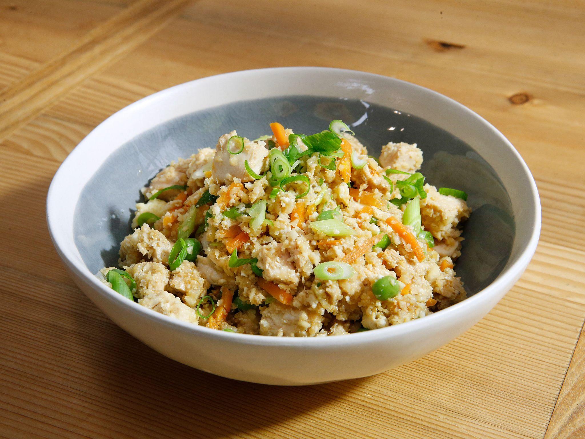 Chicken Cauliflower Fried Rice | Rezept | Gemüse, Katie Lee und ...