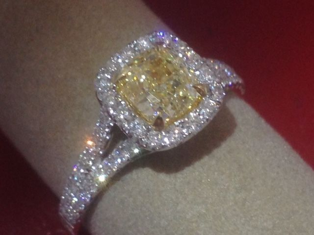 Details About 1 76ct Vs1 Cushion Cut Fancy Yellow Diamond