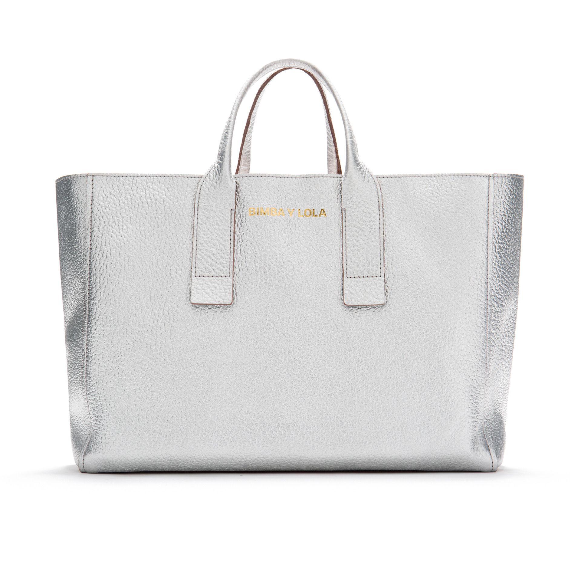 be9e7b2ad0024 Bolso shopper de piel BIMBA Y LOLA en color plata con efecto metalizado.
