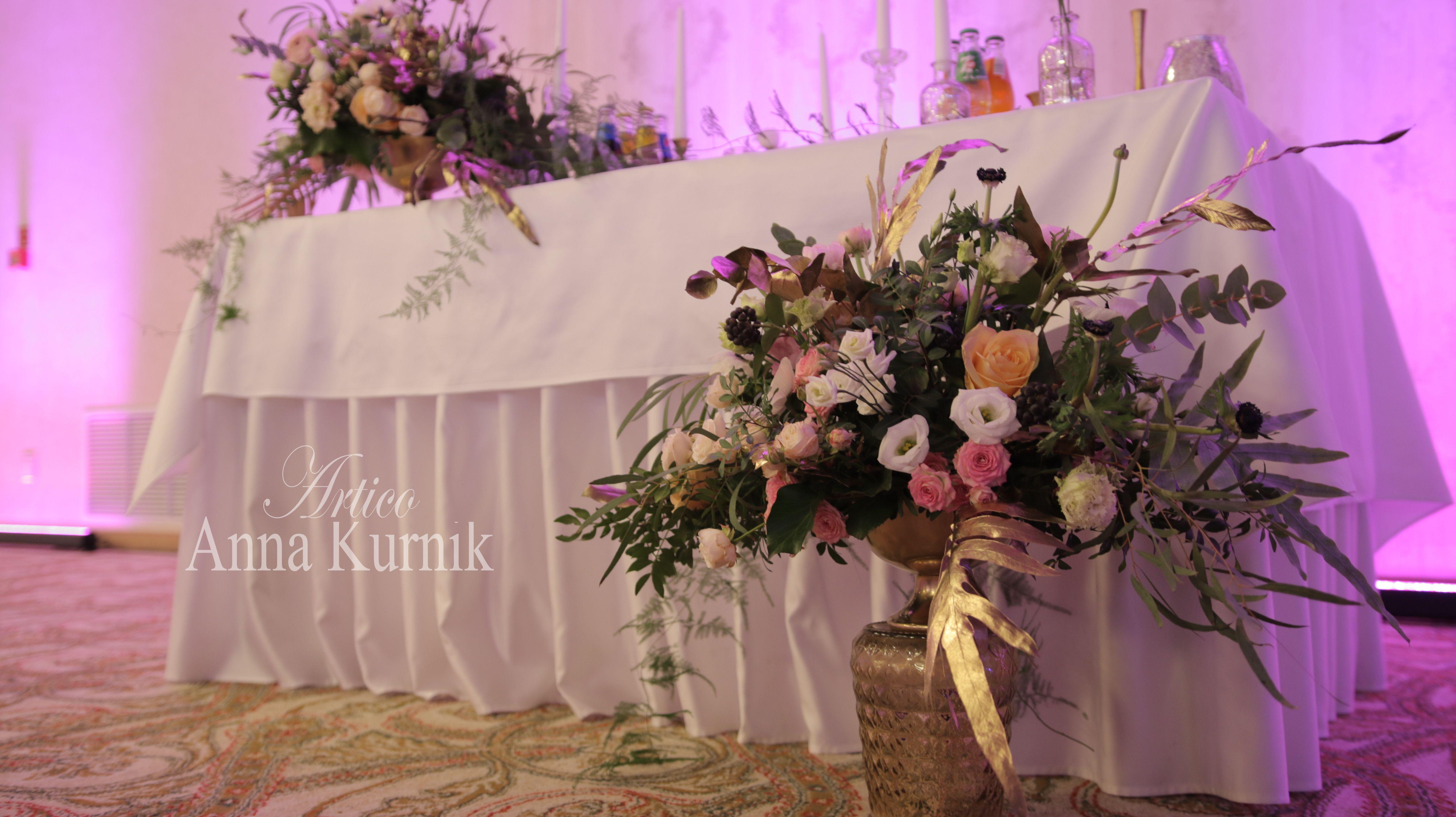 Dekoracje Stolu Panstwa Mlodych 10 Pomyslow Na Stol Weselny Peonies Wedding Table Wedding Flowers Wedding Table