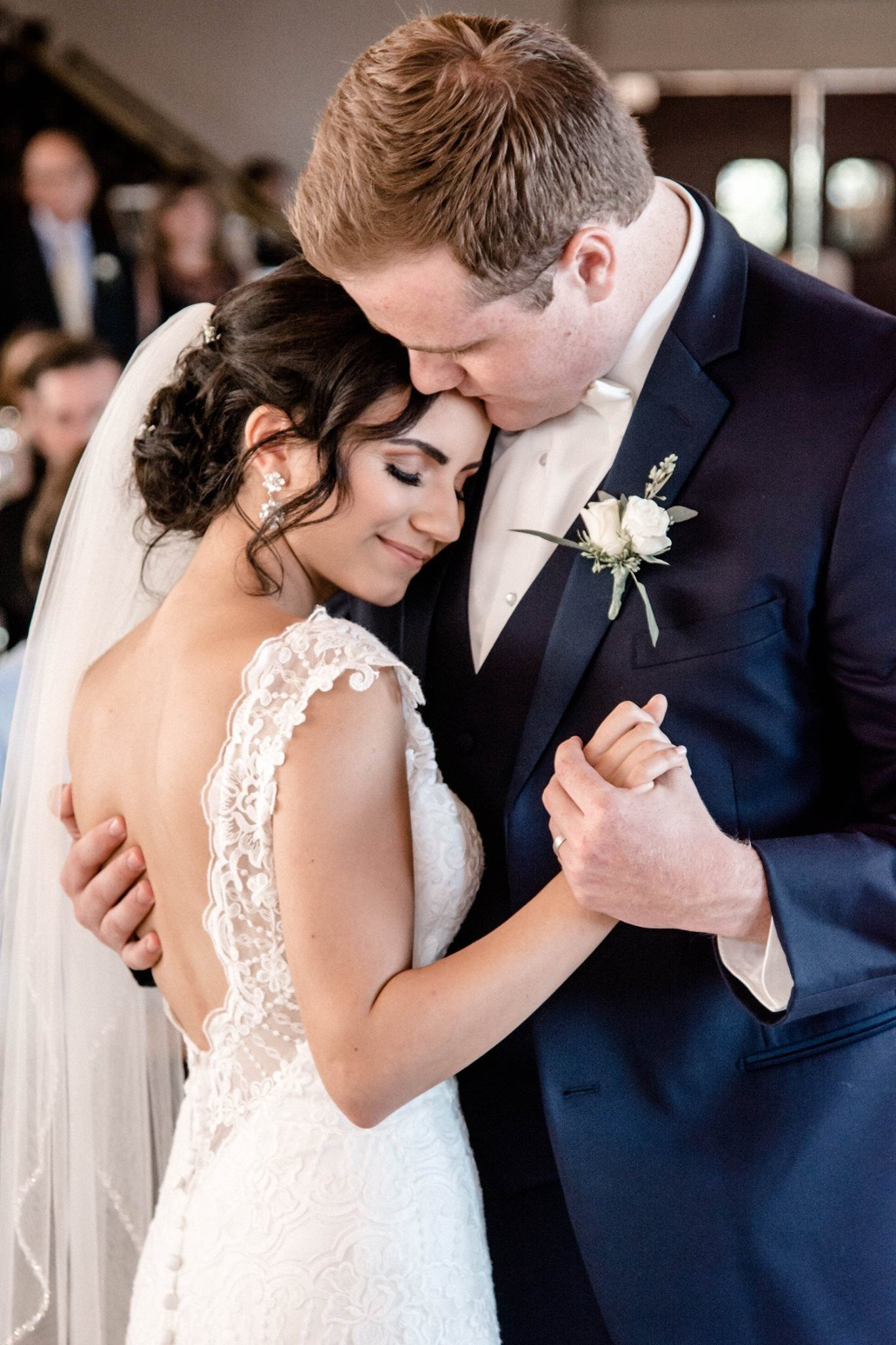 Bride And Groom First Dance Wedding Photo Inspo Indianapolis Wedding Photographer Bride And Groom Photo Stunning Wedding Photos