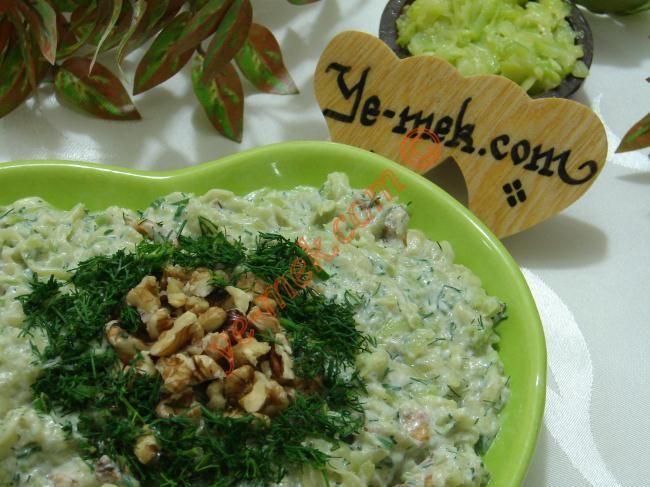 Cevizli Kabak Salatası Resimli Tarifi - Yemek Tarifleri