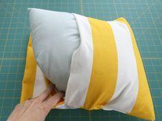 envelope pillow - easy sewing. Funda para cojín, fácil de hacer.